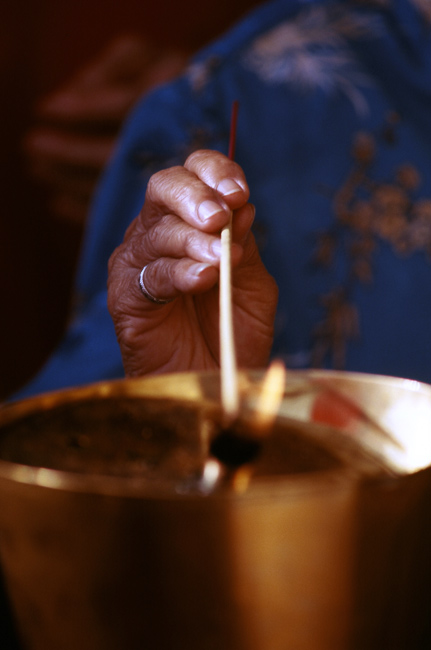 http://www.art-photograph-gallery.com/image-files/vesak-pictures-incense2.jpg