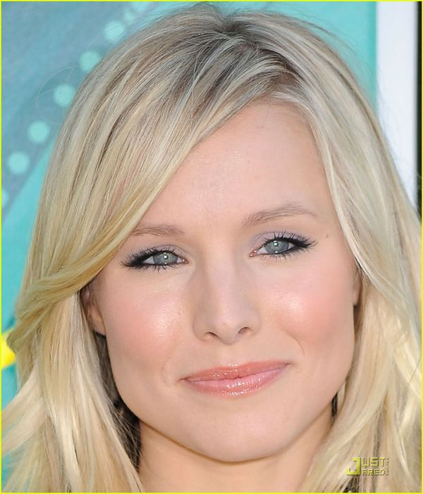 Grey Eye Makep And Strong Liner Ruled The Day At The Kid S Choice Awards Bsb Beauty News