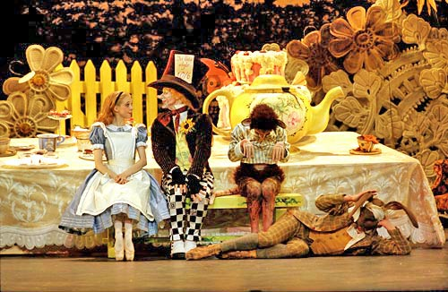 Bc_alice_in_wonderland_tea_party_500