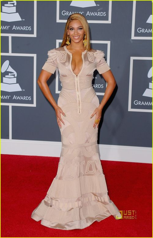 Beyonce-knowles-grammy-awards-2010-red-carpet-03
