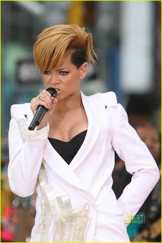 Rihanna-good-morning-america-04