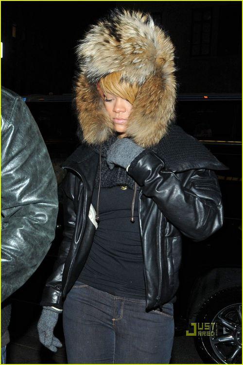 Rihanna-fur-hat-10