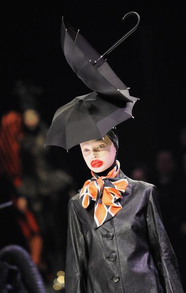 Alexander+McQueen+Paris+Fashion+Week+Ready+LjM7g4eqv3ql