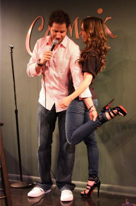 Jennifer-love-hewitt-and-jamie-kennedy-on-stage_460x696