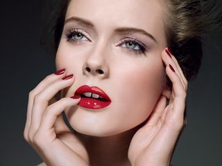 Chanel-Rouge-Allure-Fall-2010-collection-promo