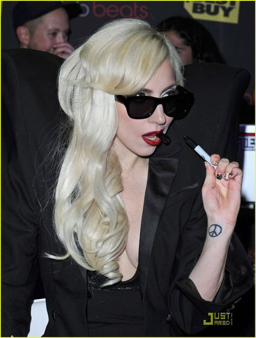 Lady-gaga-the-fame-monster-08