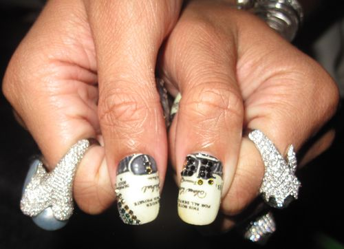Rihanna-Grammys-Money-Minx-Nails-Kimmie-Kyees-Thumbs-Close-Up