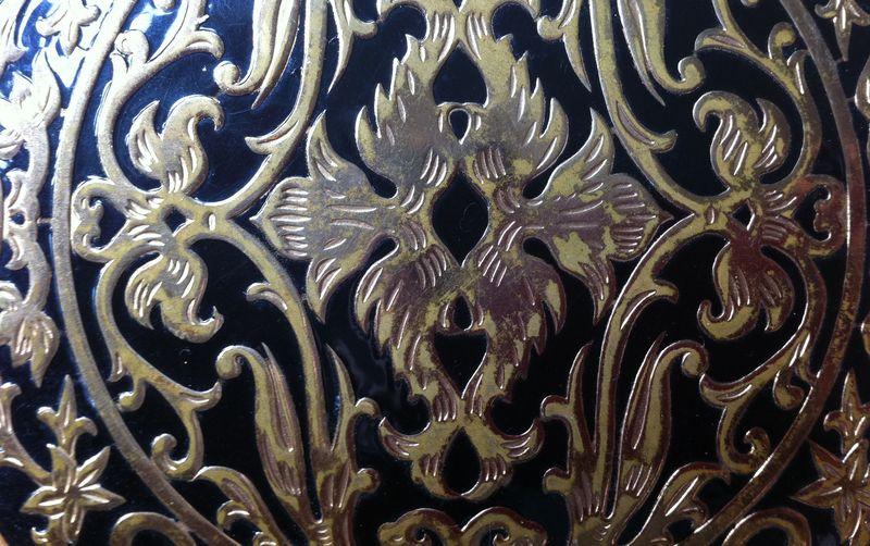Rex-Fifth-Avenue-compact-black-and-gold-e